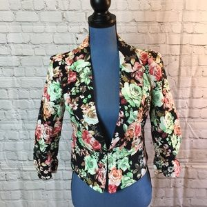 New! LeShop short floral jacket w ruched sleeve.